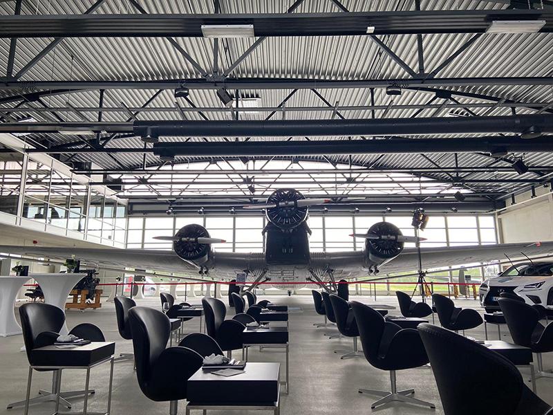 Geheime Auto(vor)premiere im Hangar